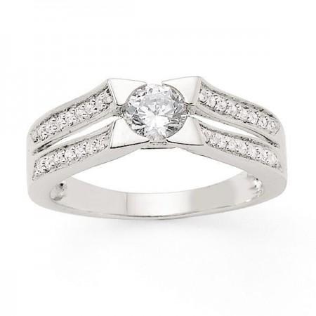 Bague solitaire diamant serti étoilé accompagné en or blanc 18 carats - Tela